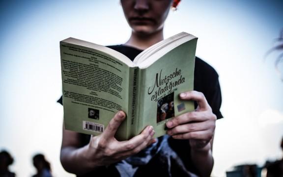 A woman reads a book by Irvin David Yalom, an American existential psychiatrist, titled When Nietzsche Wept (Nietzsche Nietzsche Ağladığında in Turkish) in Taksim Square, Istanbul. IMAGE CREDIT: GEORGE HENTON.